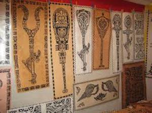 Exposition de Tapas et d'objets marquisiens