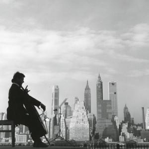 Regards croisés / Robert Doisneau à l'écoute de la musique